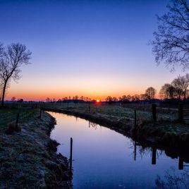 Modderbeek winter zonsopkomst